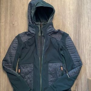 Green lululemon fitted puffer jacket. Size 8